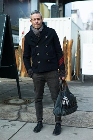 自転車の 自転車 冬 服装 ユニクロ : Men Pea Coat with Scarf