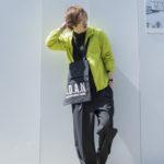 ユニクロの「ポケッタブルパーカ」「コンパクトアンブレラ」は梅雨に使える名作!!