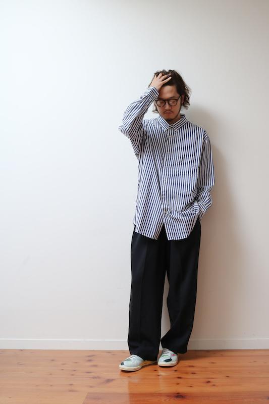 ac8f3faf353d7 こうしたシンプルなスタイルは柄も色もない「白シャツに黒パンツ」だとあまりにも無難すぎて地味すぎて「学生服」に見られることも。そこで色や柄を入れて少し地味感を  ...